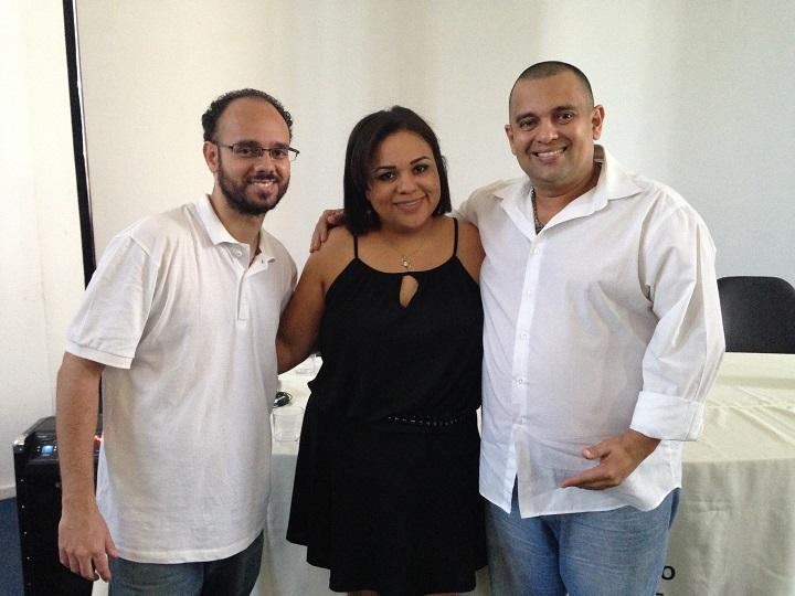 Ulrich, Debora e Carlos posando para foto