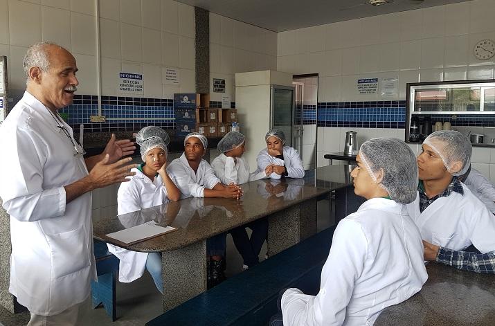 Alunos na  visita técnica à Cooperativa Agropecuária de Barra Mansa