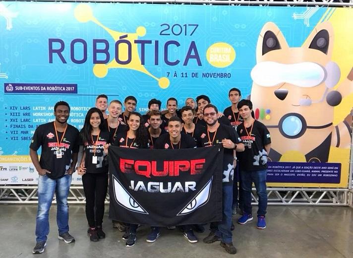Equipe Jaguar posando para foto