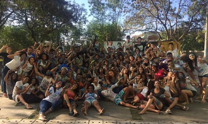 novos alunos posando para foto