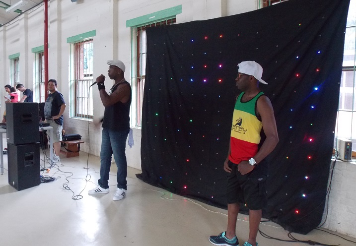 rappers se apresentando