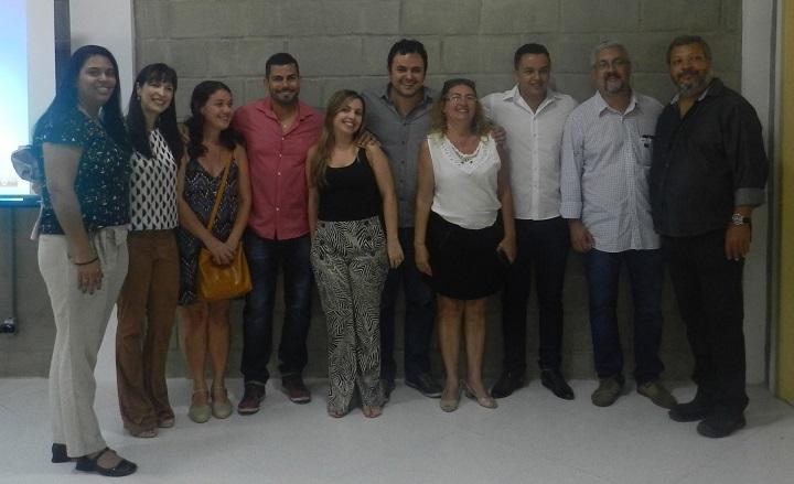 participantes da cerimônia posando para foto