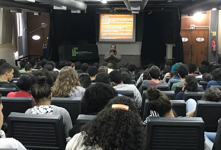 auditório do campus Rio de Janeiro lotado