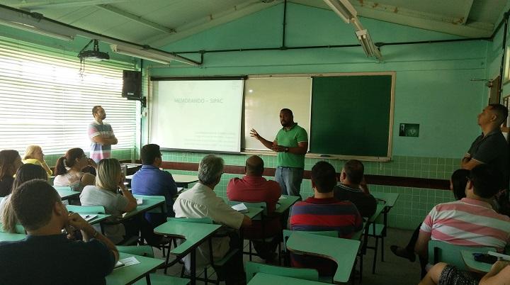 Edgar Araújo palestrante sobre a informatização do uso de memorandos