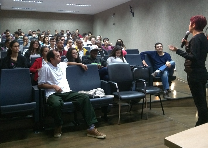 palestra no auditório do campus Volta Redonda