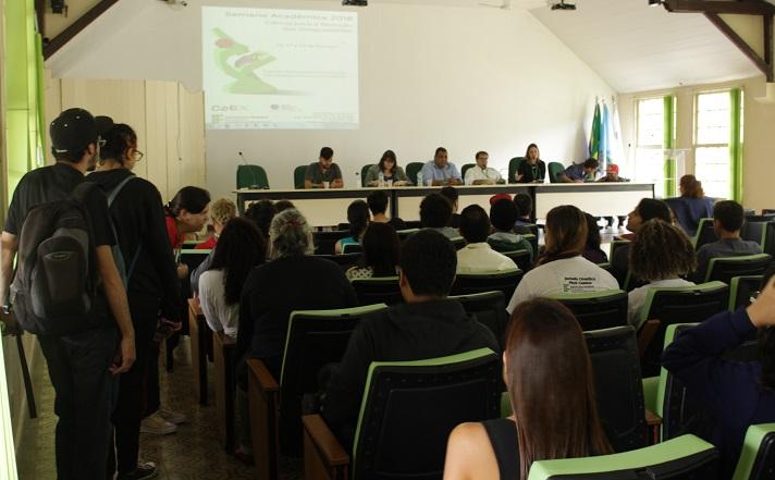 abertura da VIII Semana Acadêmica do campus Eng. Paulo de Frontin do auditório da unidade