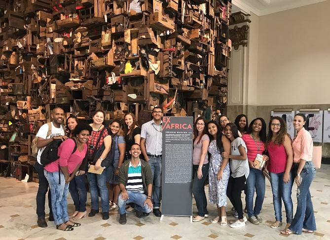 """alunos do campus São João de Meriti na exposição """"Ex África"""" no CCBB"""