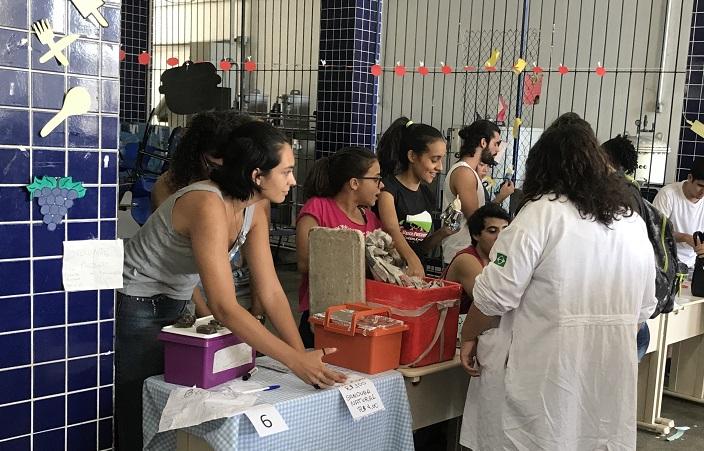 alunos do campus Rio de Janeiro na Feira Gastronômica