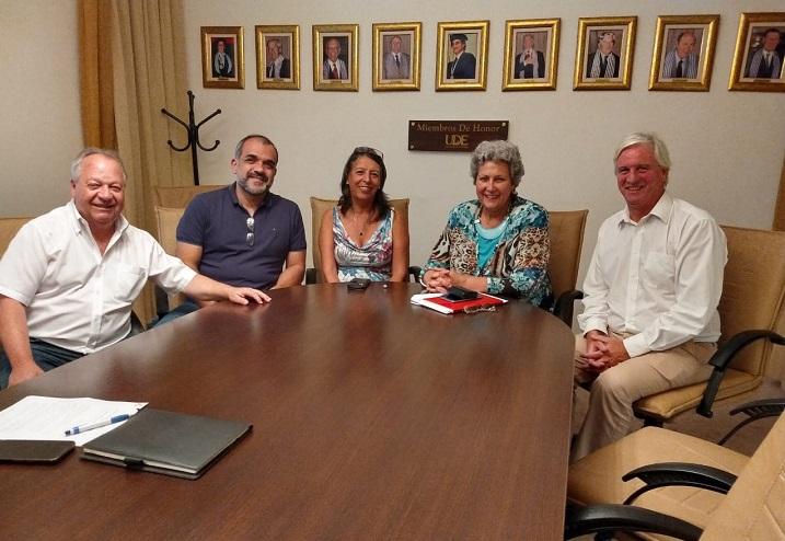 Professor Marcelo Leite, coordenador da Licenciatura em Computação, em reunião com representantes da UDE (Universidad de la Empresa), uma das maiores instituições de ensino superior privada do Uruguai.