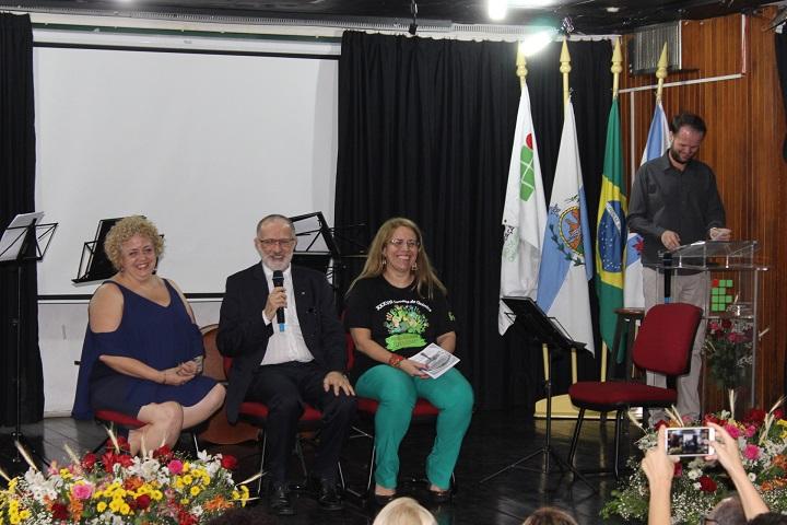 mesa de abertura composta por Paulo Assis, Florinda Cersosimo  e Roseantony Bouhid
