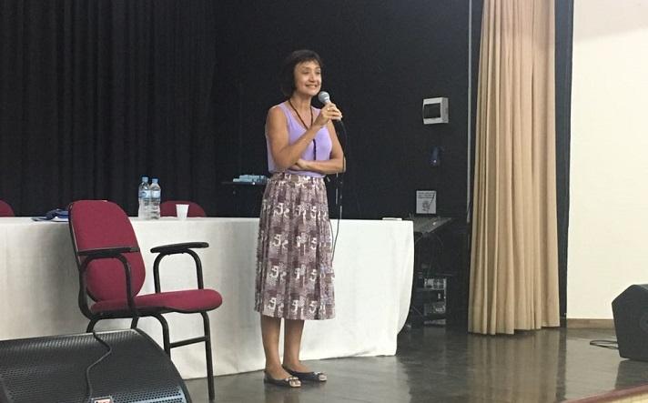 professora Marise palestrando