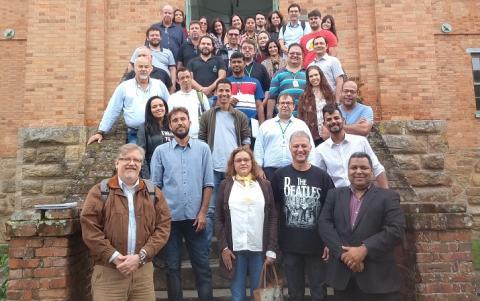 educadores e empreendedores reunidos no campus Paracambi